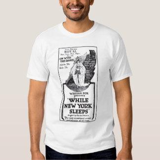 """""""Während New York"""" 1920 Vintage Filmanzeige T-Shirt"""