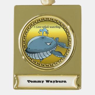 Wal, der für den Riesen schwimmt Blauwale aufpasst Banner-Ornament Gold