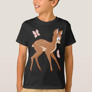 Wald-Reihe schmeichelt sich Babyrotwildmädchen ein T-Shirt