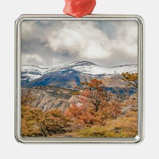 Wald und Snowy-Berge, Patagonia, Argentinien Silbernes Ornament