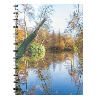 Waldherbstlandschaft mit Teich Spiral Notizblock