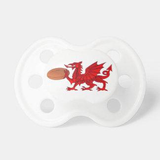 Waliser-Drache mit einem Rugby-Ball-Schnuller Schnuller
