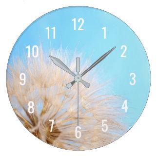 Wand-Uhr mit Löwenzahn-Blume auf blauem Himmel Große Wanduhr