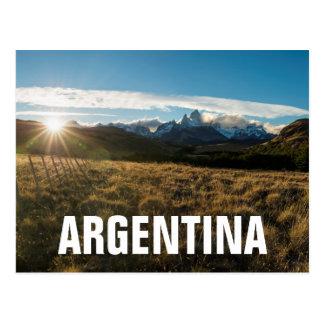 Wanderer, der Fitz Roy Berge, Patagonia betrachtet Postkarte