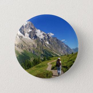 Wanderer im Frettchen-Tal, Italien Runder Button 5,7 Cm