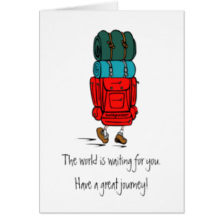 Wanderer mit enormem Rucksack haben eine große Karte