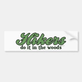 Wanderer tun es im Holz Autoaufkleber