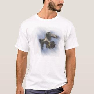 Wanderfalke im Flug T-Shirt