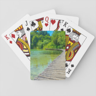 Wandern des Weges in Plitvice Nationalpark in Spielkarten