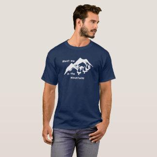 Wandern. Treffen Sie mich in den Bergen T-Shirt