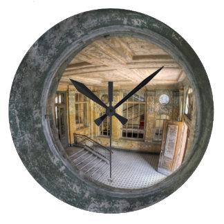 Wanduhr Uhr Lost Place Treppe