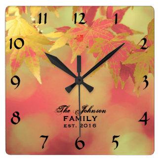 Warmer dekorativer Herbst-Ahorn-personalisierte Quadratische Wanduhr