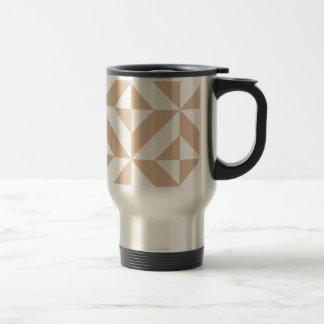 Warmes beige geometrisches Deko-Würfel-Muster Reisebecher