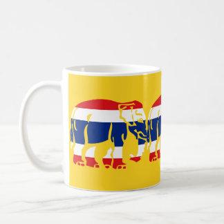 Warnen Sie die Elefanten, die thailändisches Kaffeetasse