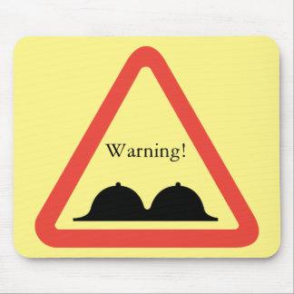 Warnende weibliche Brusthügel Mousepad