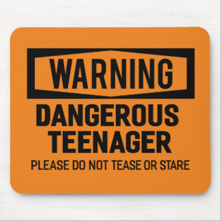 Warnender gefährlicher Jugendlicher Mousepad