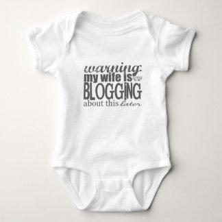 Warnung: Blogging über dieses später Baby Strampler