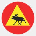 Warnung vor dem Elch Runder Aufkleber