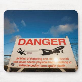 Warnzeichen nahe Flughafen St. Maarten, Mousepad