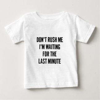 Wartete das letzte baby t-shirt
