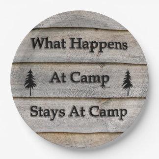 Was an den Lageraufenthalten am Lager geschieht Pappteller