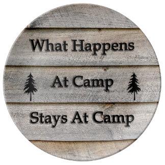 Was an den Lageraufenthalten am Lager geschieht Porzellanteller