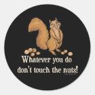 Was auch immer Sie tun, nicht tun Touch die Nüsse! Runder Aufkleber