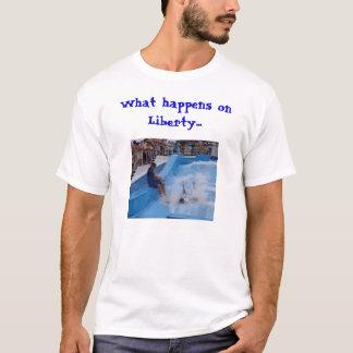 Was geschieht auf Freiheit… (helle Version) T-Shirt