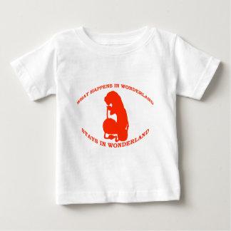 Was in den Märchenland-Aufenthalten im Märchenland Baby T-shirt