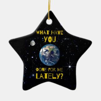 Was Sie kürzlich getan für Erde haben Keramik Ornament