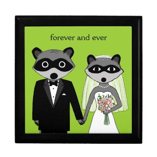 Waschbären, die Braut und Bräutigam mit kundenspez Erinnerungskisten