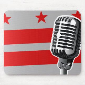 Washington DC-Flagge und Mikrofon Mousepads