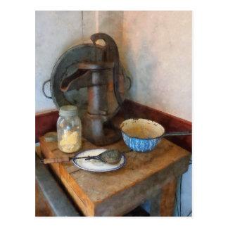 Wasser-Pumpe in der Küche Postkarte