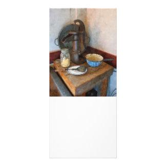 Wasser-Pumpe in der Küche Werbekarte