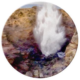 Wasserdusche wegen der Wellen Teller