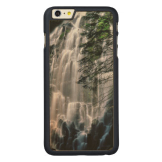Wasserfall im Wald, Oregon Carved® Maple iPhone 6 Plus Hülle