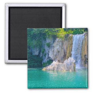 Wasserfall in Plitvice Nationalpark in Kroatien Quadratischer Magnet