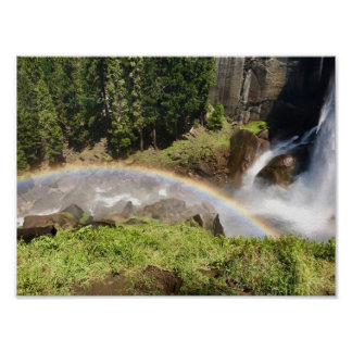 Wasserfall mit Regenbogen im Yosemite Nationalpark Poster