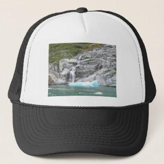 Wasserfall und Eisberg Alaska innerhalb des Durchg Truckerkappe