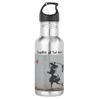 Wasserflasche mit Graffiti des anziehenden Herzens
