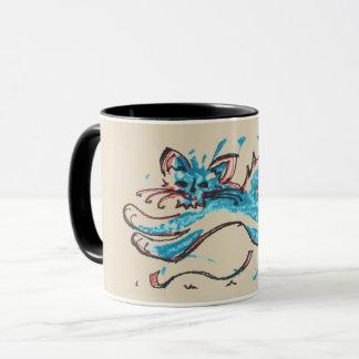 Wasserkatze springt über tan Hintergrund Tasse