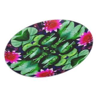 Wasserlilie-Muster in hellem rosa und grün Teller