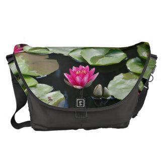 Wasserlilien Kurier Tasche