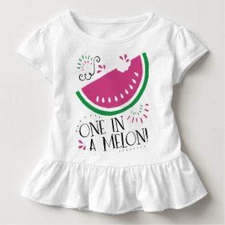 Wassermelone eine in einer Melone für Baby Kleinkind T-shirt