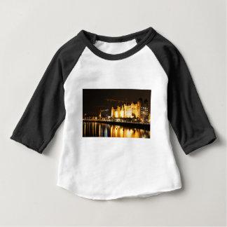 Wasserreflexionen in Oslo, Norwegen Baby T-shirt