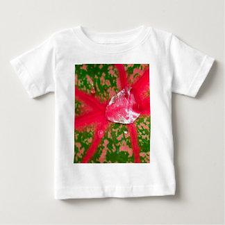 Wassertropfen auf Blätter Baby T-shirt