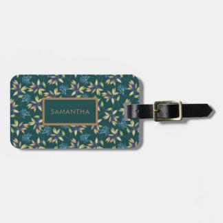 Watercolor-Blätter-und Blüten-Muster auf Gepäckanhänger