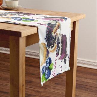 Watercolor-Blaubeer-und Süßigkeitens-Monogramm Kurzer Tischläufer