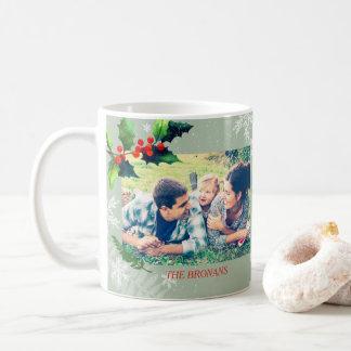 Watercolor-Stechpalmen-Beeren-Feiertags-Foto Kaffeetasse