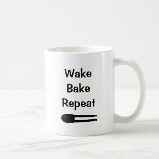 Wecken Sie backen Wiederholungs-Make-upweiß-Tasse Kaffeetasse